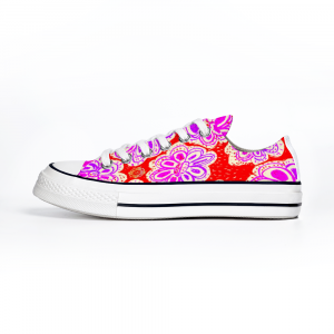 San Flor collection: Women´s canvas sneakers with a liliac flower print, and a red background